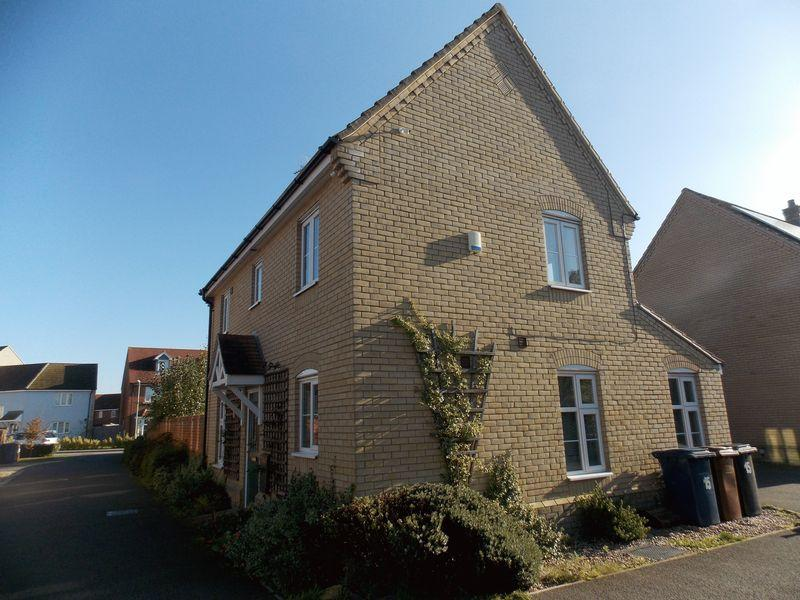 3 Bedrooms Detached House for sale in Mead Road, Bury St Edmunds