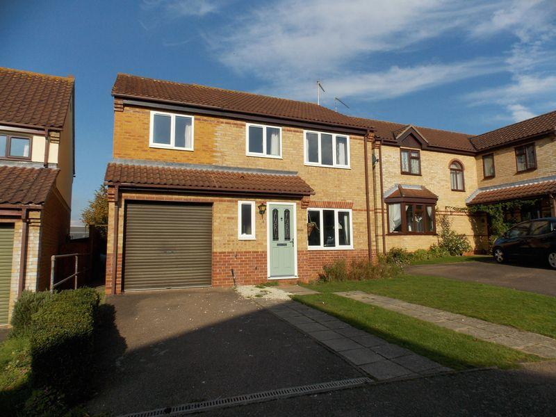 4 Bedrooms Detached House for sale in Robin Close, Thurston