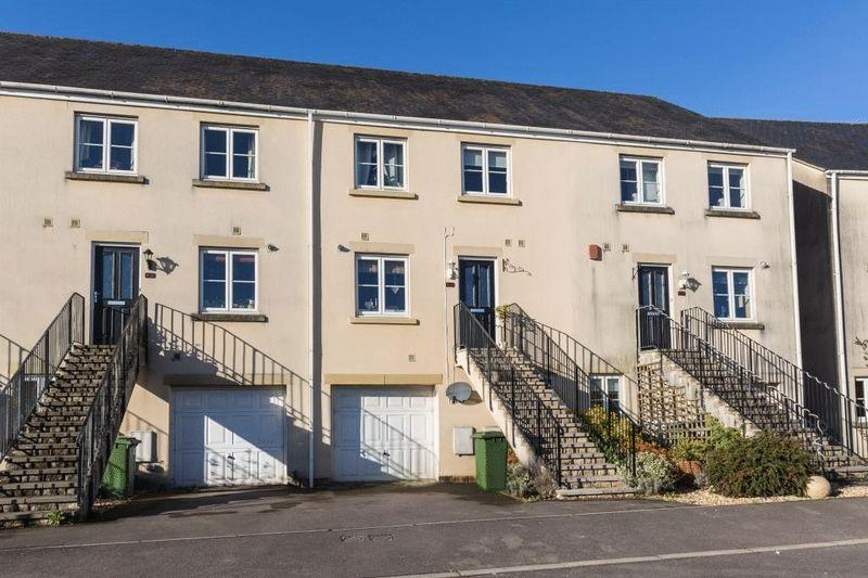 4 Bedrooms Terraced House for sale in Weston Walk, Frome