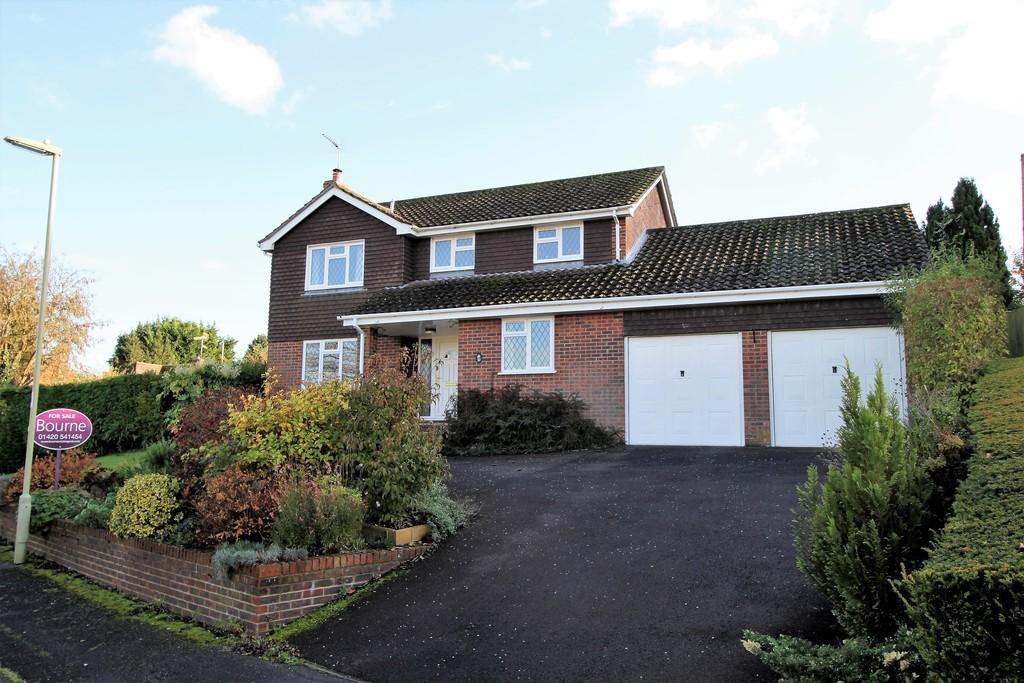 4 Bedrooms Detached House for sale in Princess Drive, ALTON, Hampshire