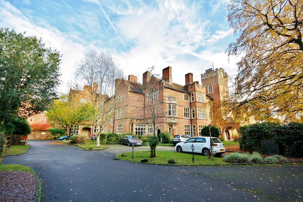 2 Bedrooms Flat for sale in Oldfield Wood, Woking