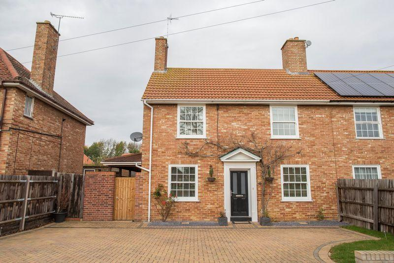 4 Bedrooms Semi Detached House for sale in Waveney Road, Bury St Edmunds