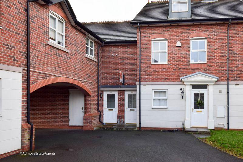 2 Bedrooms Apartment Flat for sale in White Clover Square, Lymm