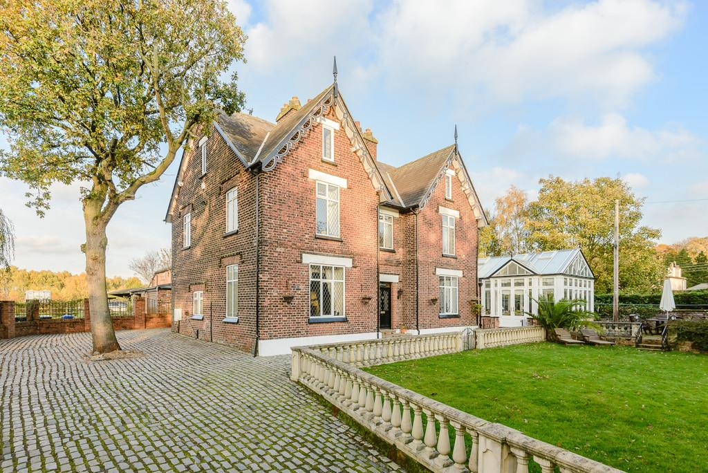 7 Bedrooms Farm House Character Property for sale in Moss Lane, Moore