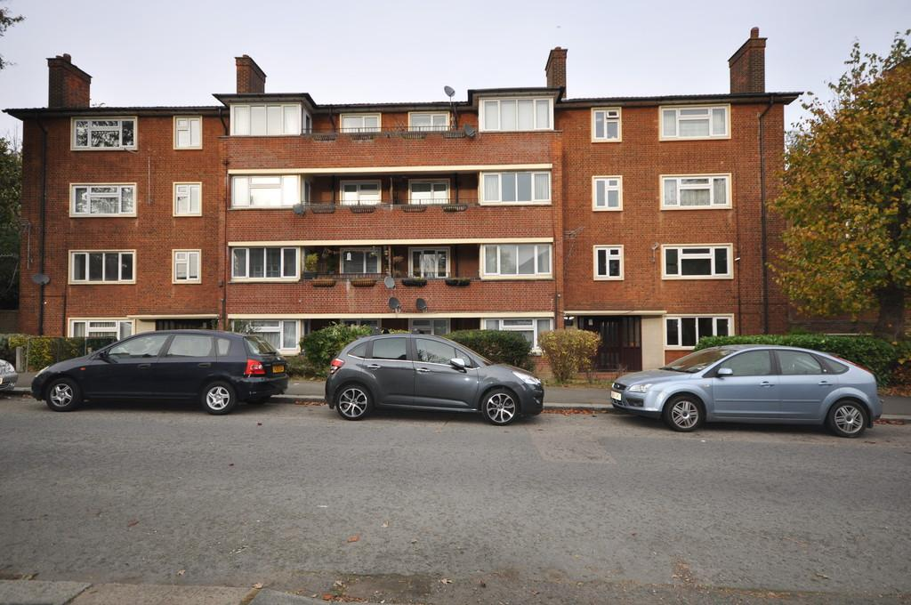 2 Bedrooms Apartment Flat for sale in Higham Road, Woodford Green