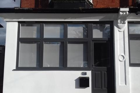Studio to rent - Stunning studio apartment in the heart of Rusthall