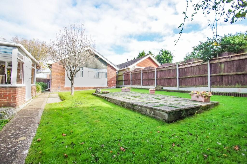 3 Bedrooms Detached Bungalow for sale in Perowne Way, Sandown