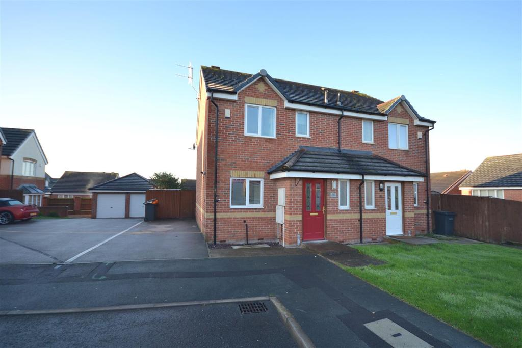 3 Bedrooms Semi Detached House for sale in Willard Close, Chesterton, Newcastle
