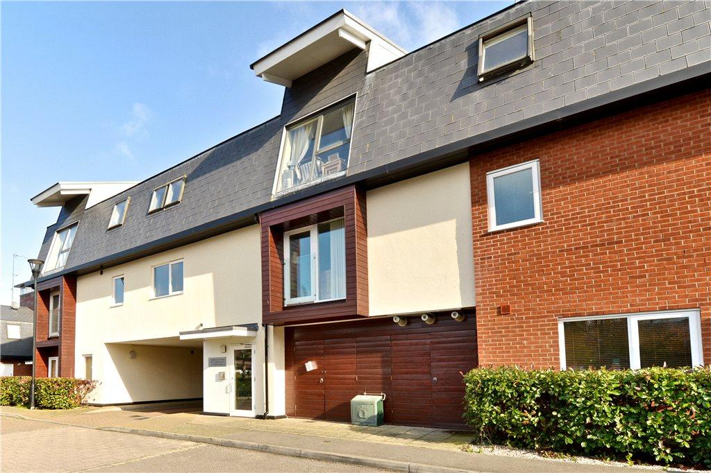 2 Bedrooms Apartment Flat for sale in Addenbrookes Road, Newport Pagnell, Buckinghamshire