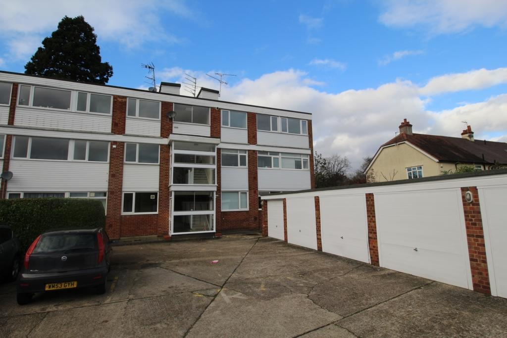 2 Bedrooms Flat for sale in Tidys Lane, Epping, CM16