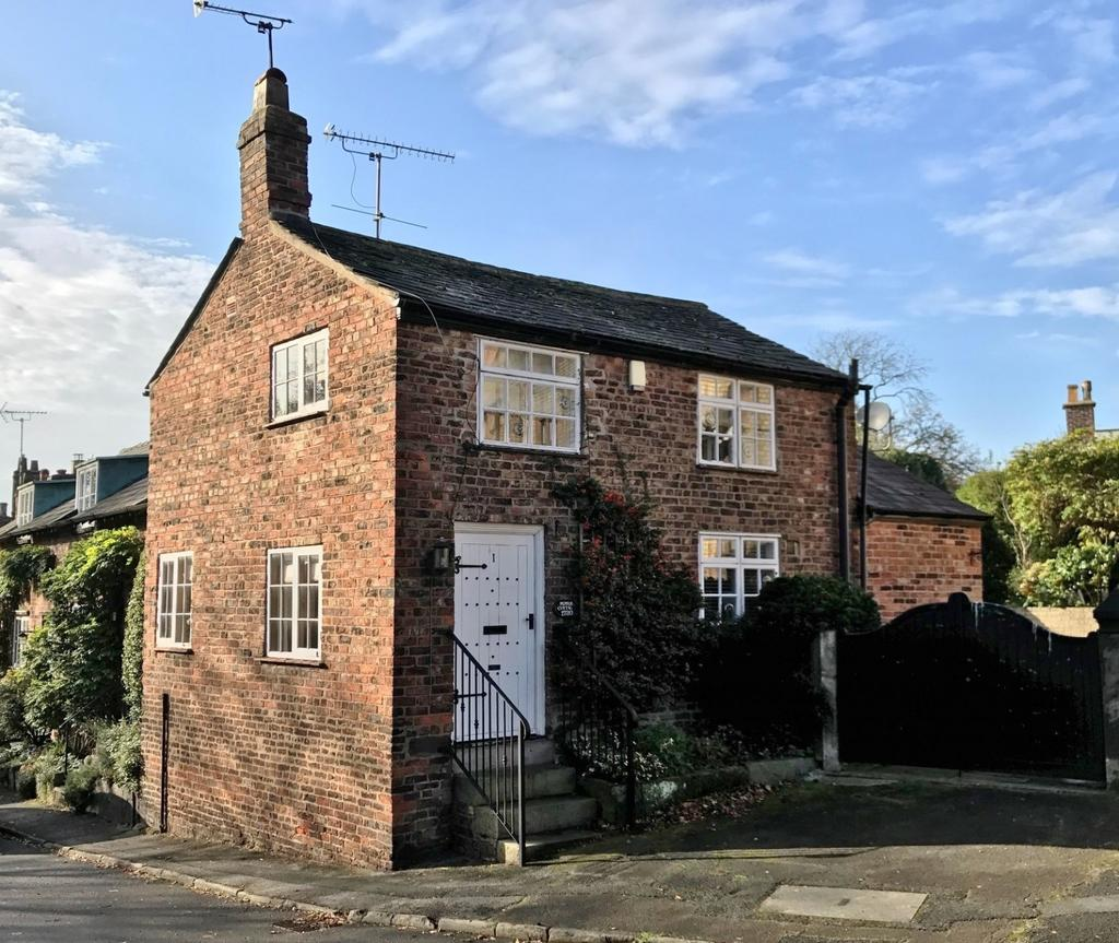 2 Bedrooms Semi Detached House for sale in Church Brow, Bowdon