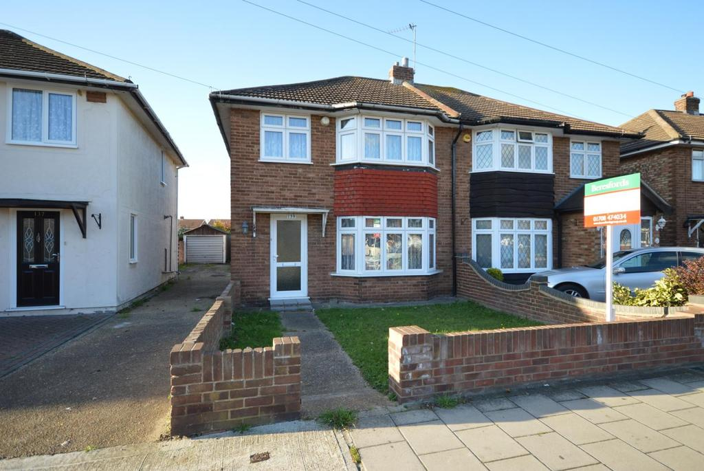 3 Bedrooms Semi Detached House for sale in Mungo Park Road, Rainham, Essex, RM13