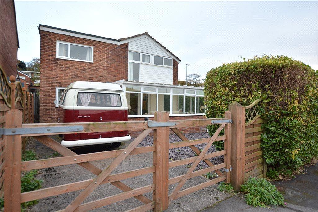 4 Bedrooms Detached House for sale in Dale Park View, Cookridge, Leeds