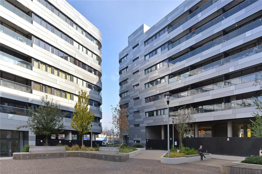 2 Bedrooms Flat for sale in Lambarde Square, Greenwich, London
