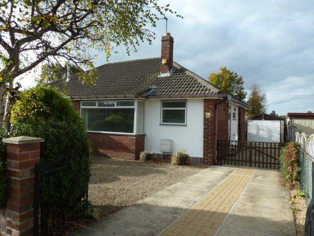 2 Bedrooms Semi Detached Bungalow for sale in Green Lane, Cookridge, Leeds