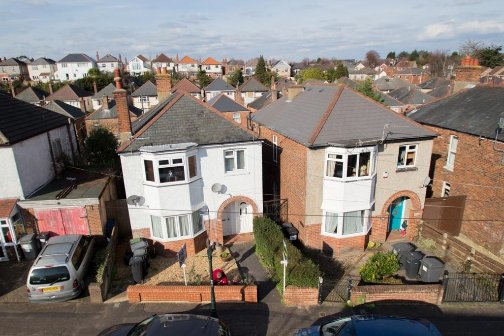2 Bedrooms Ground Flat for sale in Green Road, Charminster