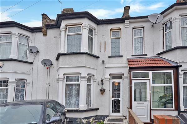 3 Bedrooms Terraced House for sale in Khartoum Road, Ilford