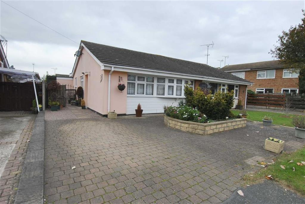 3 Bedrooms Semi Detached Bungalow for sale in Harewood Avenue, Rochford, Essex