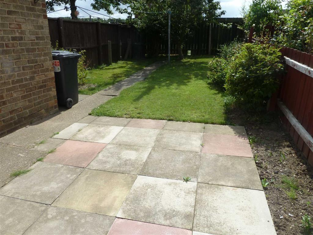 3 Bedrooms Terraced House for sale in Julian Close, Hull, Hull, HU5