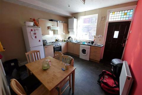4 bedroom house to rent - Welton Grove