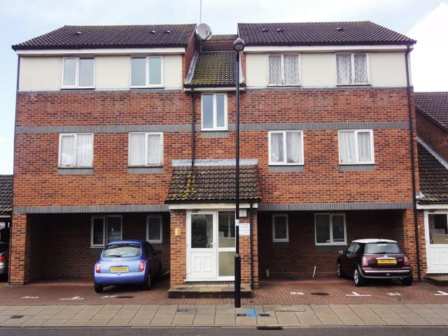 2 Bedrooms Flat for sale in Coraline Close, Southall UB1