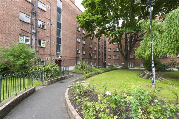 2 Bedrooms Flat for sale in Arlington Lodge, Brixton Hill, London SW2