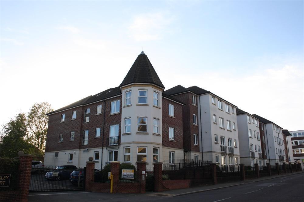 1 Bedroom Flat for sale in Kingsley Court, Windsor Way, Aldershot, Hampshire