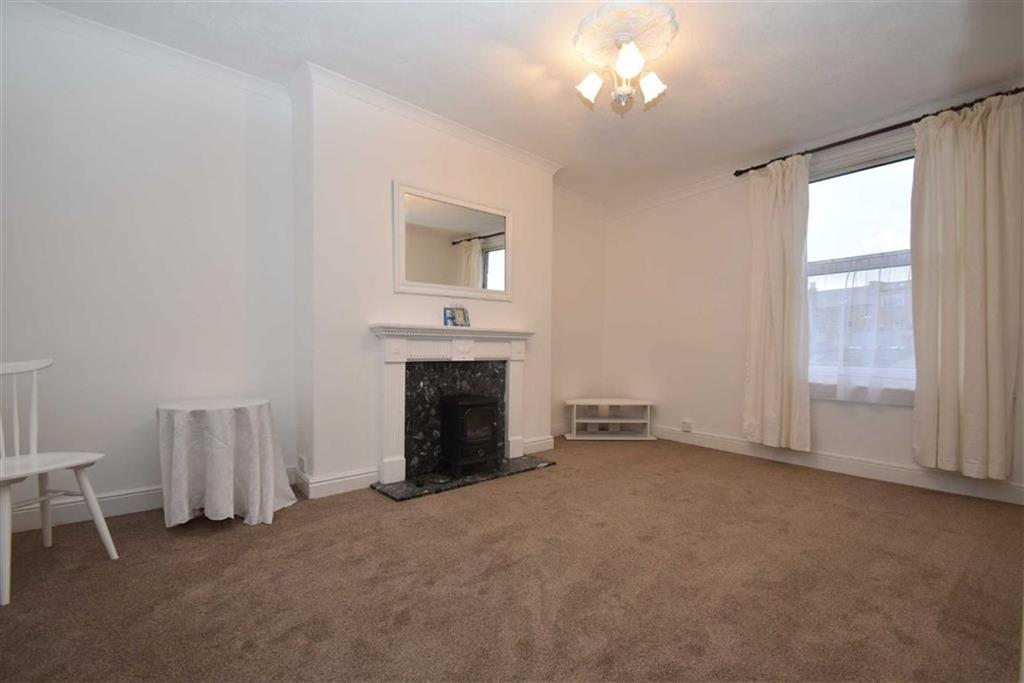 2 Bedrooms Flat for sale in Grosvenor Crescent, Scarborough, North Yorkshire, YO11