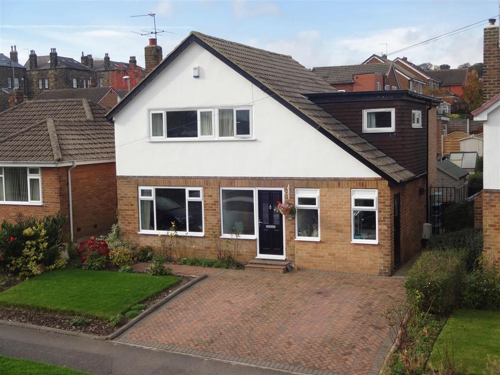 4 Bedrooms Detached House for sale in St. Margarets Avenue, Horsforth, Leeds