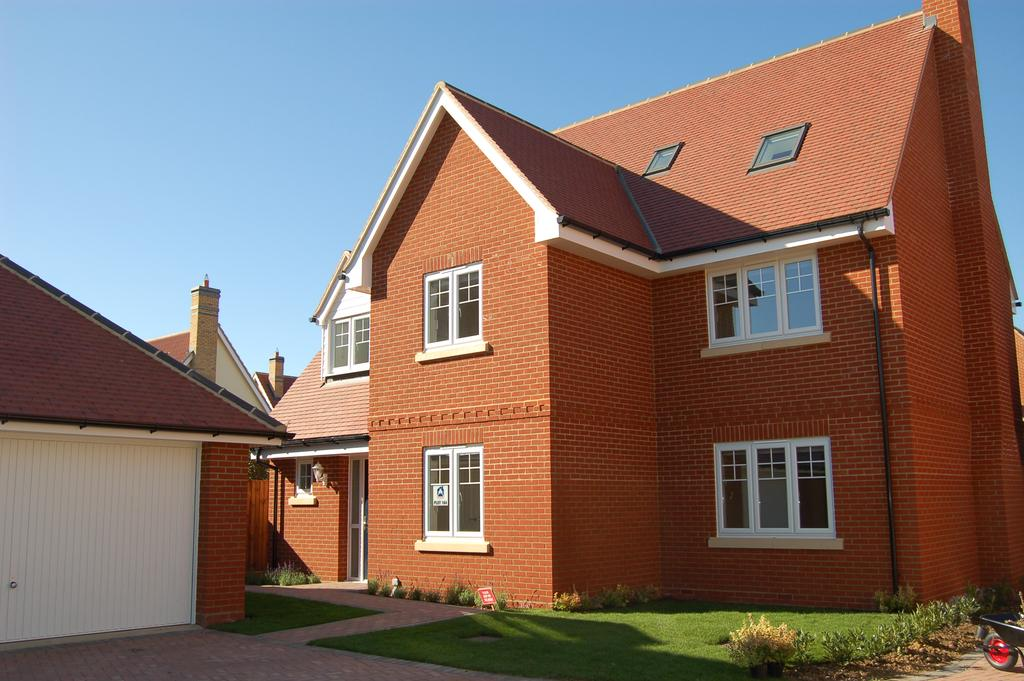 6 Bedrooms Detached House for sale in Woodlands Walk, Great Dunmow CM6