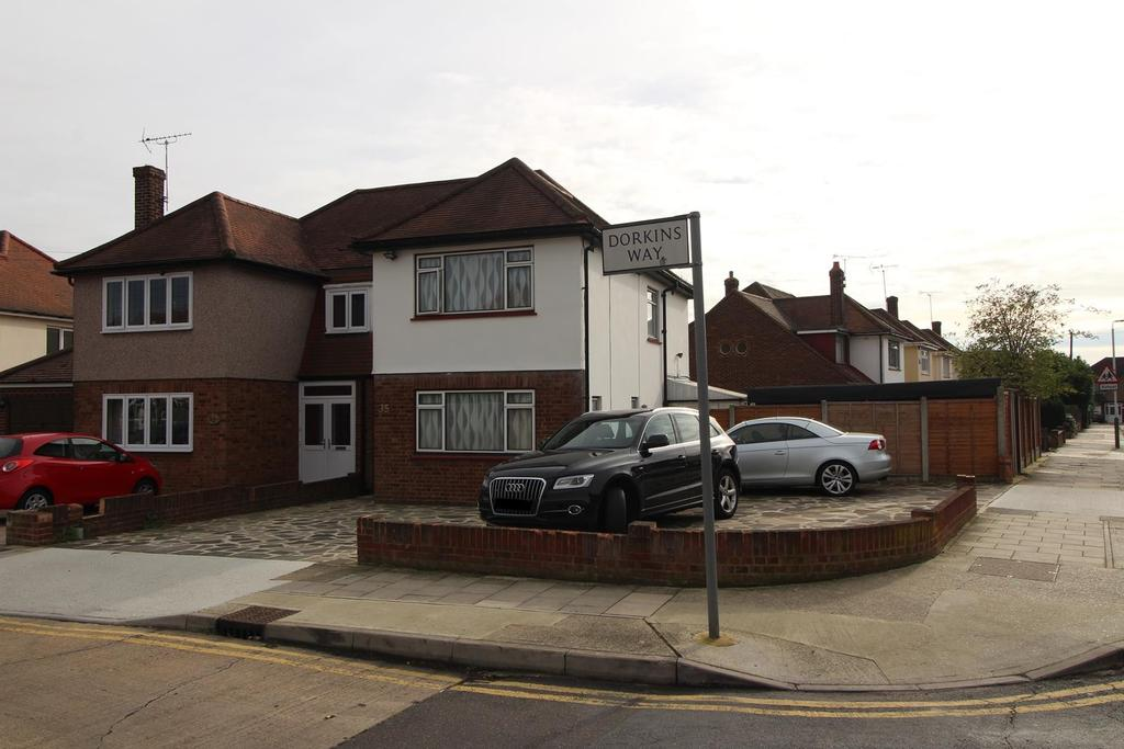 3 Bedrooms Semi Detached House for sale in Dorkins Way, Upminster, Essex, RM14