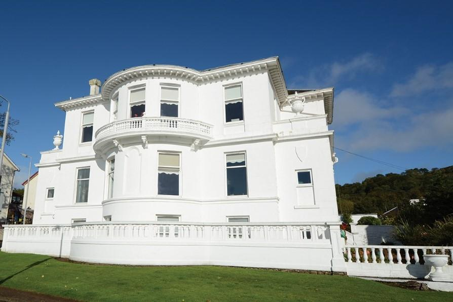3 Bedrooms Apartment Flat for sale in Crescent Lodge, 4 May Street, Largs, KA30 8EB