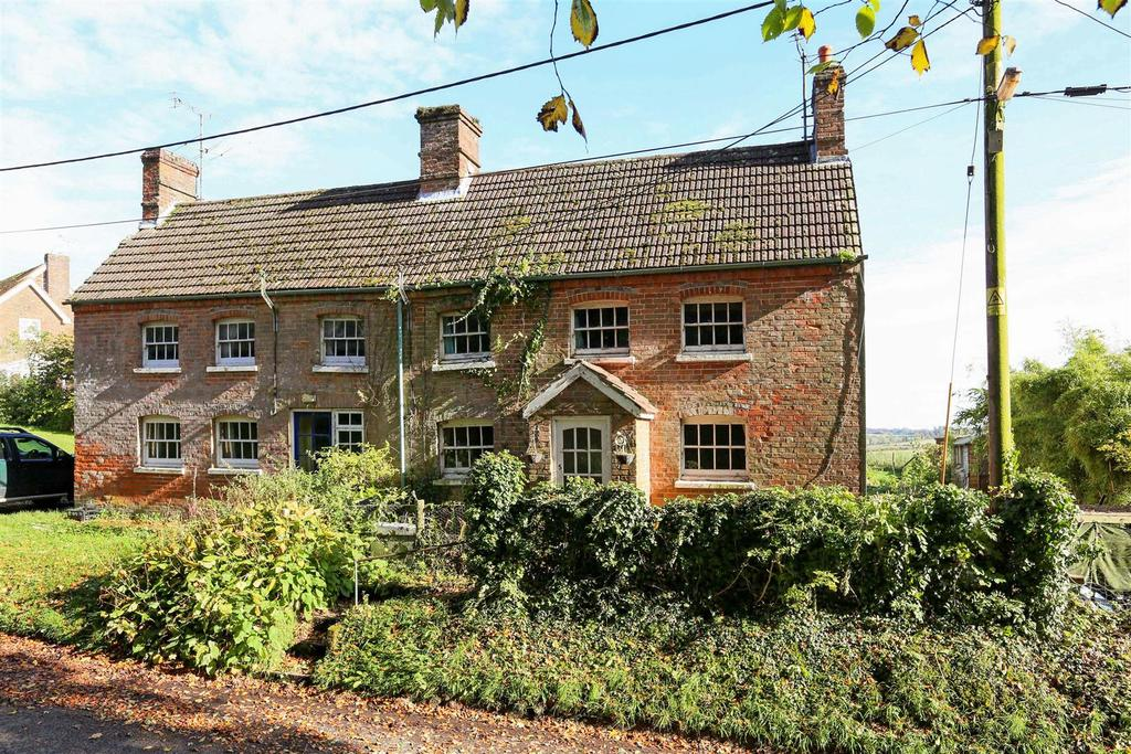 3 Bedrooms Semi Detached House for sale in Wexcombe, Marlborough