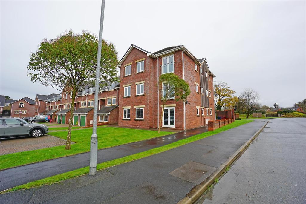 2 Bedrooms Apartment Flat for sale in Dickens Court, Brockhall Village