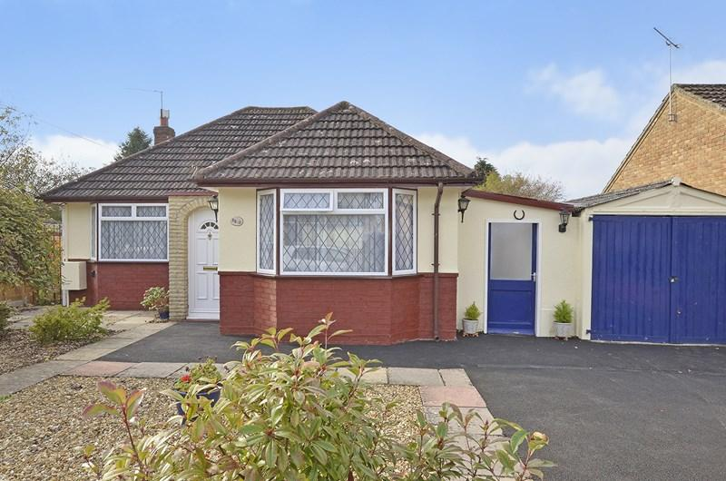 2 Bedrooms Bungalow for sale in Braeside Road, West Moors, Ferndown