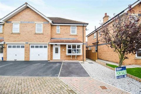 4 bedroom semi-detached house for sale - Thamesbrook, Off Tweendykes Road, Hull, HU7