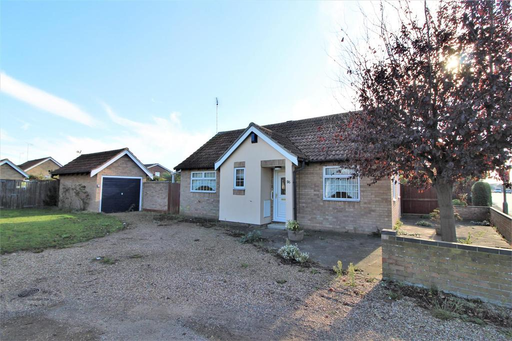 2 Bedrooms Detached Bungalow for sale in Cloes Lane, Clacton-On-Sea