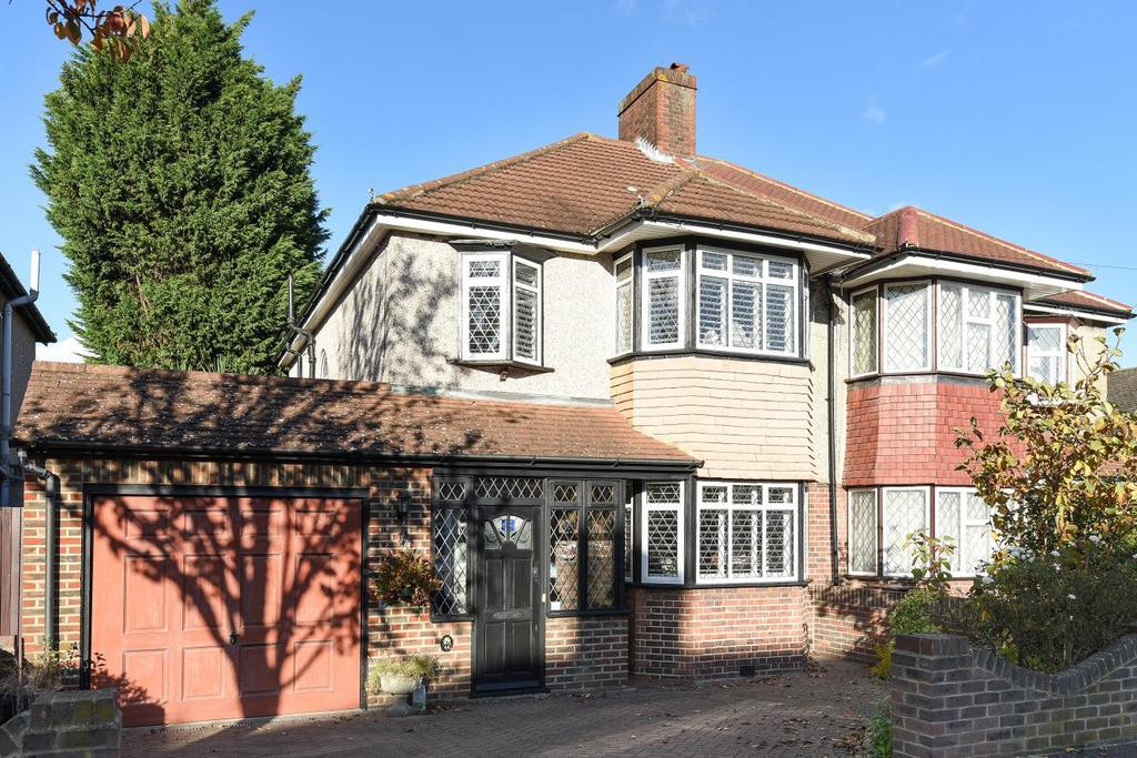 3 Bedrooms Semi Detached House for sale in Hawkhurst Way, West Wickham