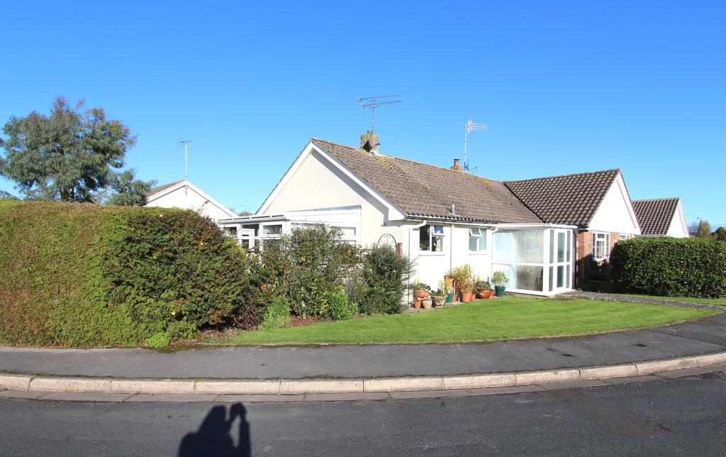 2 Bedrooms Semi Detached Bungalow for sale in Catherine Crescent, Downton SP5