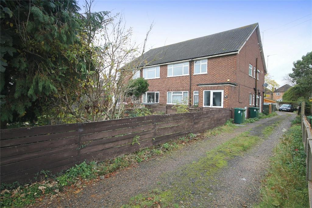 2 Bedrooms Maisonette Flat for sale in Feltham Road, Ashford, Surrey