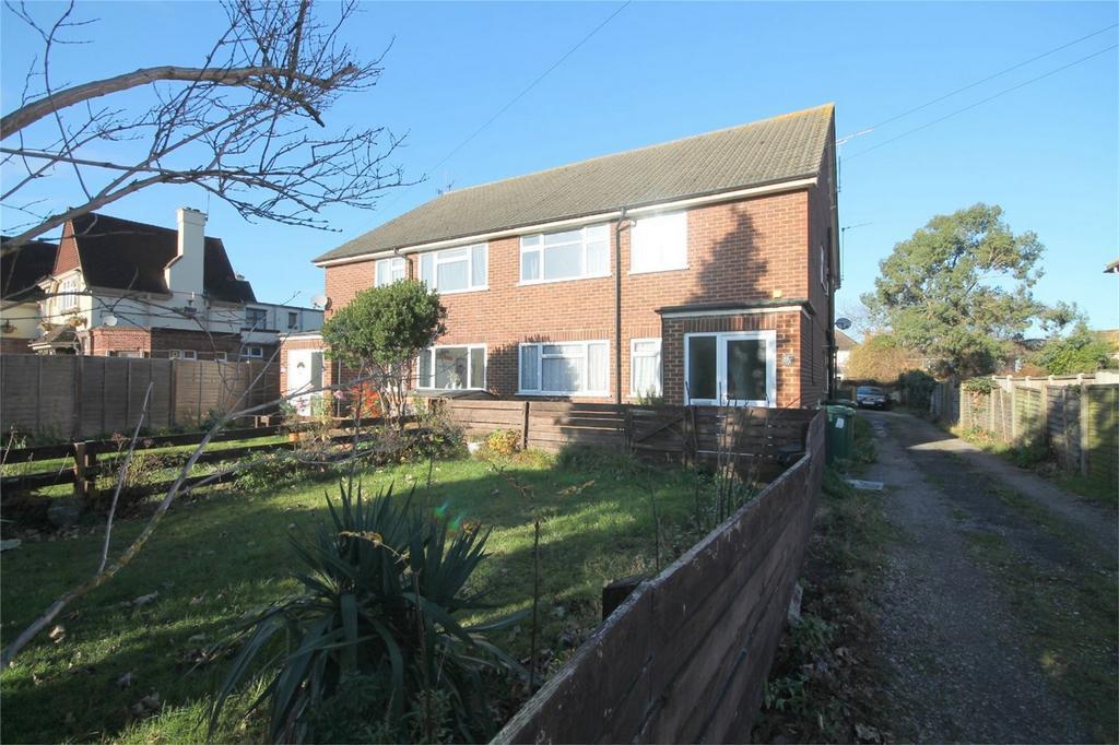 2 Bedrooms Maisonette Flat for sale in Feltham Road, Ashford, Surrey