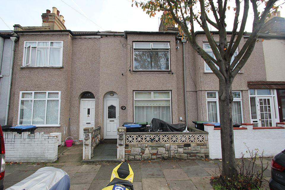 3 Bedrooms Terraced House for sale in Eastbournia Avenue, Edmonton, N9