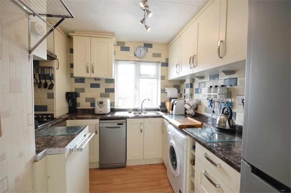 2 Bedrooms Flat for sale in Hall Road, Dartford