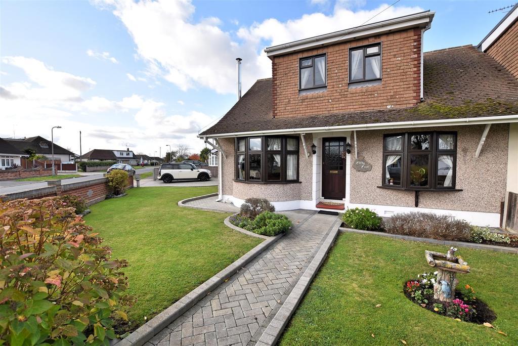 4 Bedrooms Chalet House for sale in Benfleet