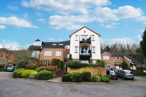 2 bedroom flat to rent - Holly Place, Loudwater, HP11