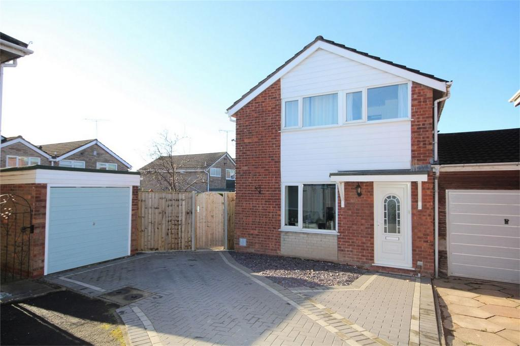3 Bedrooms Detached House for sale in Warwick Gardens, Nuneaton, Warwickshire