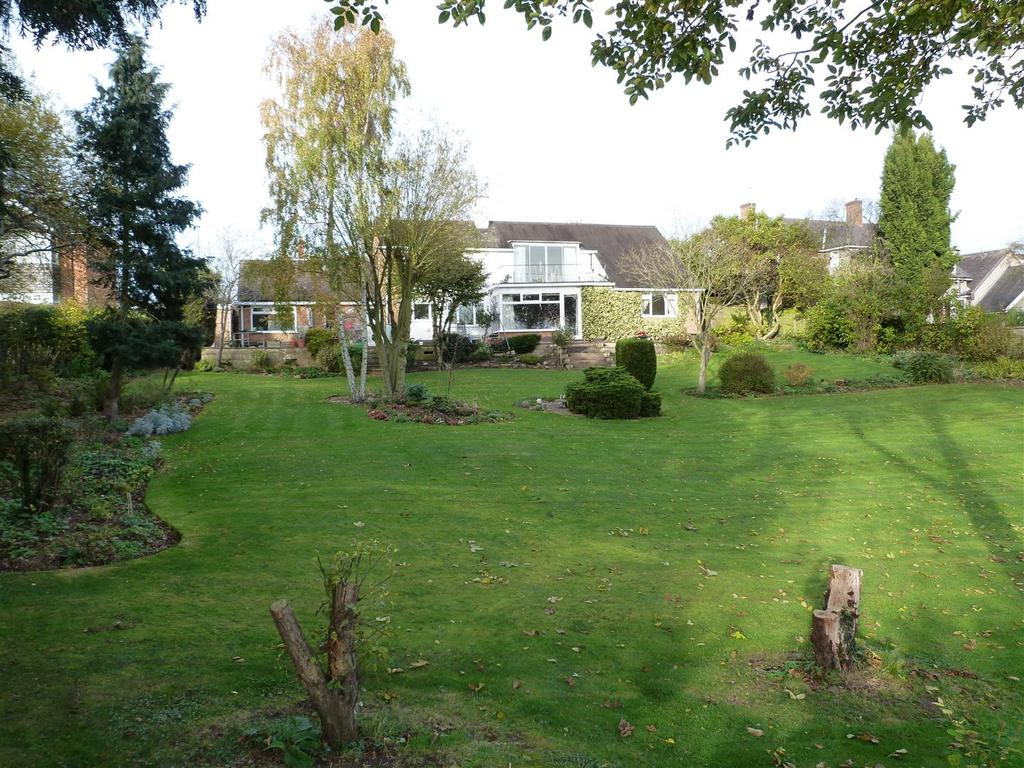 4 Bedrooms Detached Bungalow for sale in Oaks Road, Great Glen