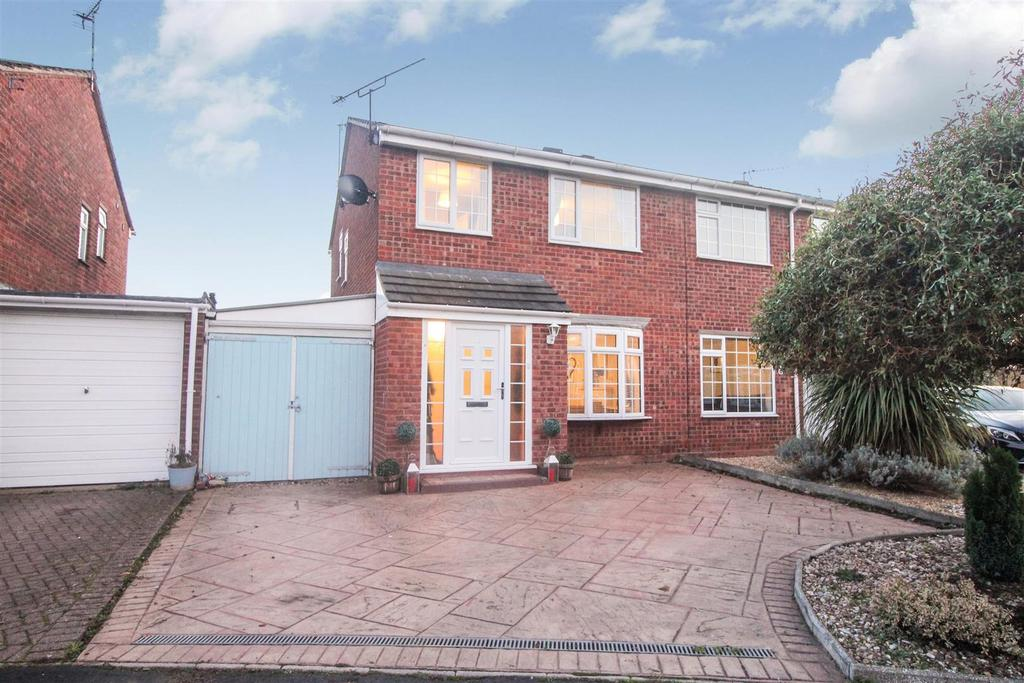 3 Bedrooms Semi Detached House for sale in Radford Semele
