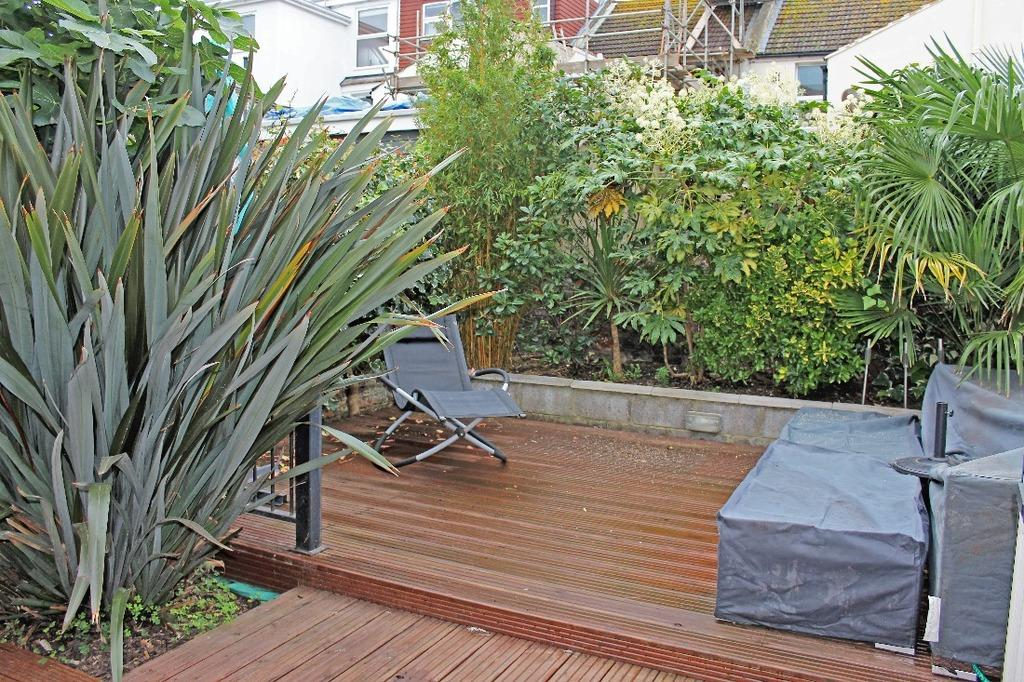 2 Bedrooms Flat for sale in Goldstone Road Hove East Sussex BN3