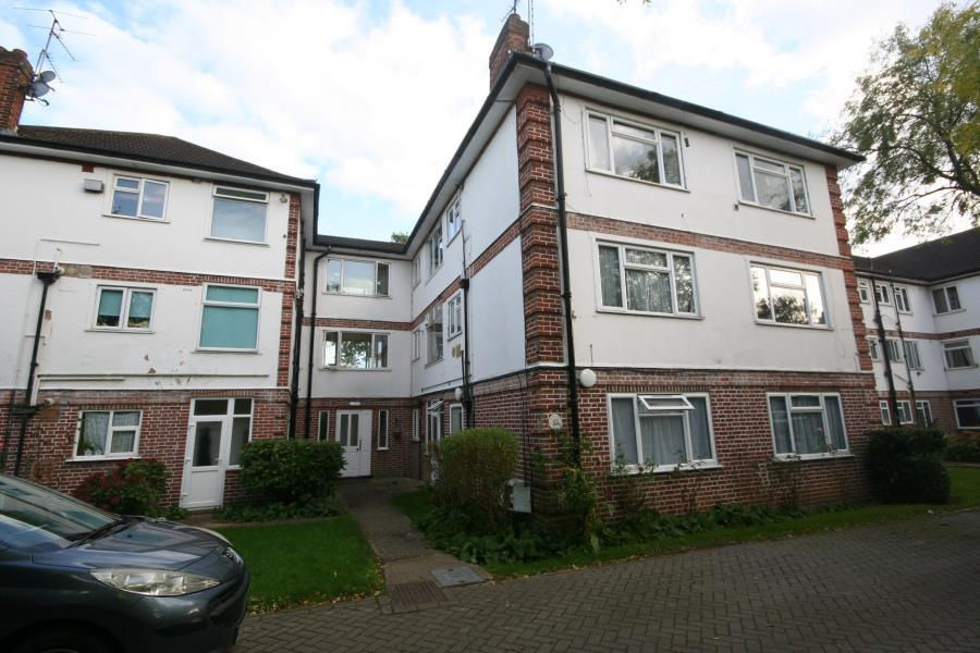 2 Bedrooms Flat for sale in Northcote, Rickmansworth Road HA5 3TW